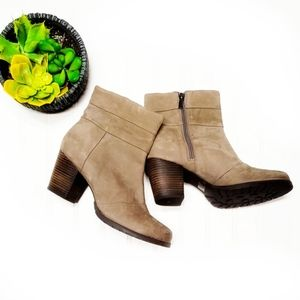 Clarks Shoes - 🎉Clarks Indigo Taupe Leather Zipper Ankle Boots🎉
